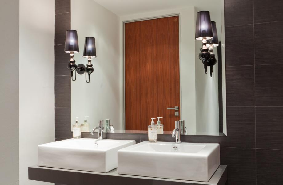 15 Client Bathroom