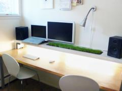 This office desk space is clean but not sterile with the clever desk planter. Photo: Nicholas Todd/Flickr